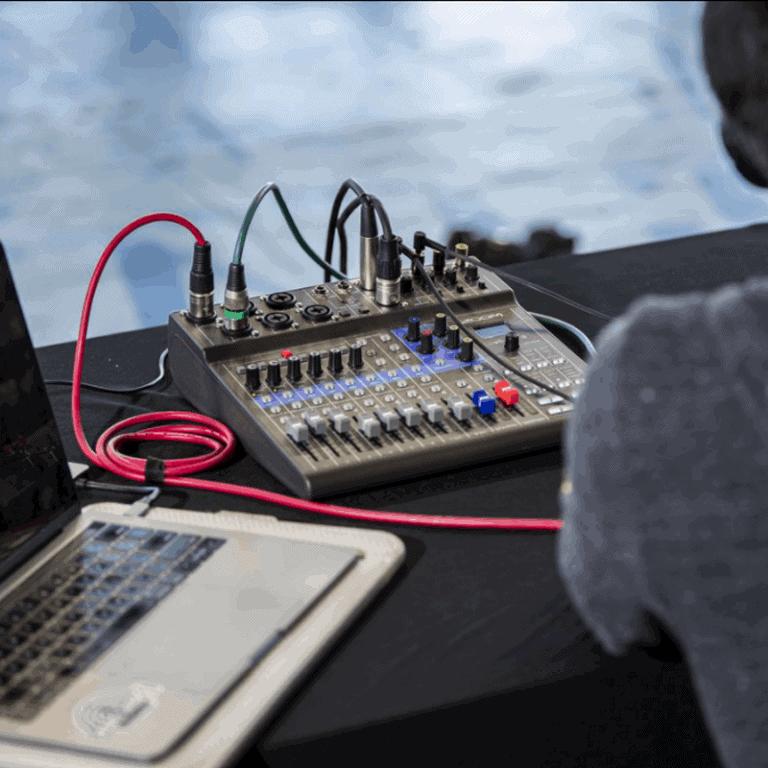 Zoom LiveTrak L-8 setup